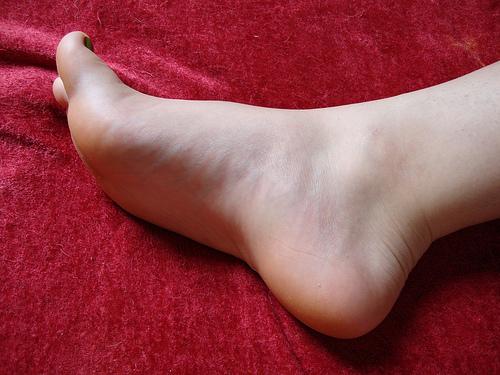 足の指がつった時の治し方