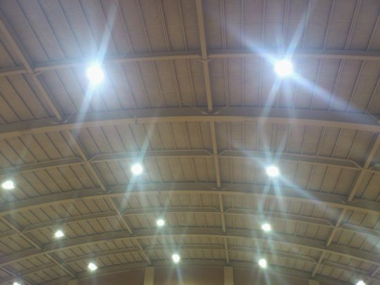 LED化された体育館照明