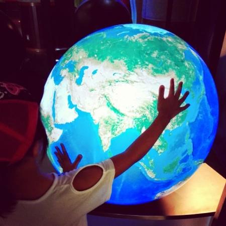 動く地球儀
