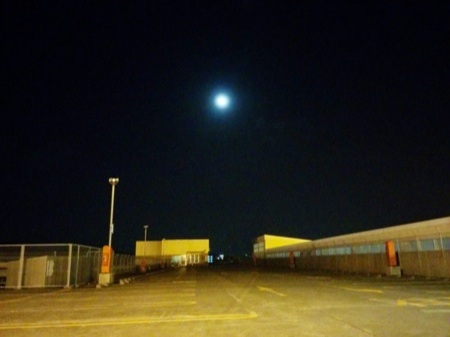 屋上からの月見