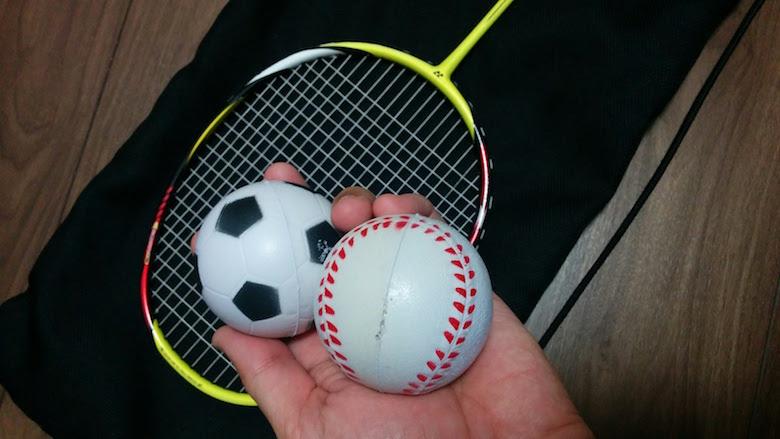 ボールを使ってラケットワーク