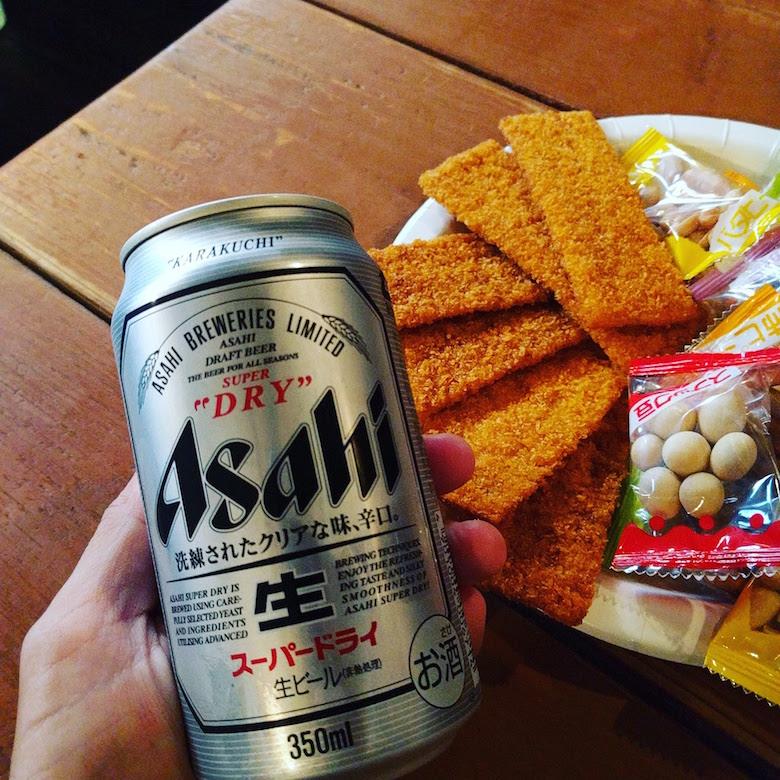 缶ビールやおつまみ