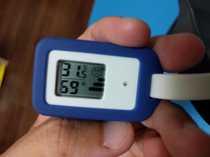 さて無印良品西原店で購入した温湿度計。 ケースは青色をチョイス